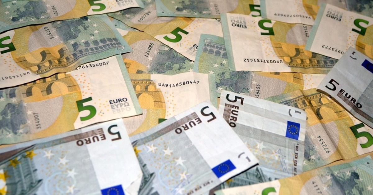 minimálny vymeriavací základ pre rok 2921 je 180,99 eur