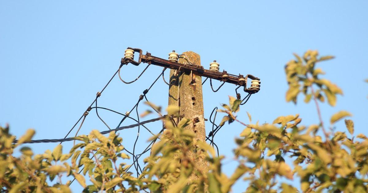 pozemok pod elektrickým vedením